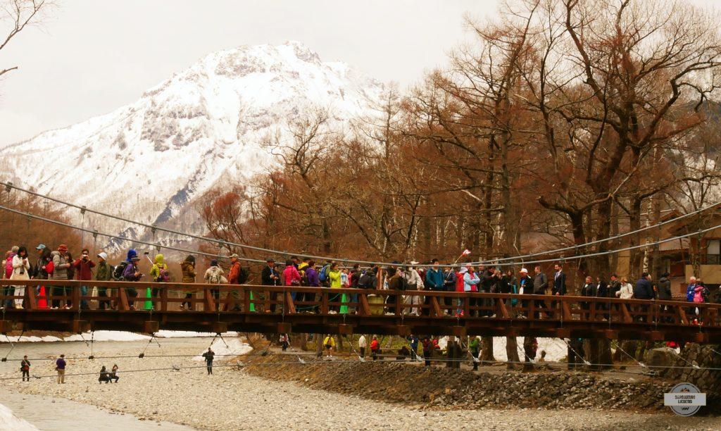 Festival d'ouverture de la saison d'alpinisme à Kamikochi, la vue depuis le pont Kappa Bridge