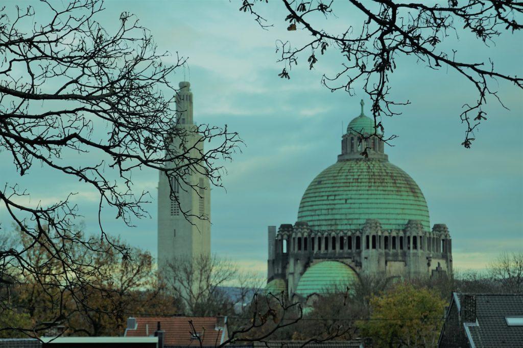 Le Mémorial Interralié et l'église du Sacré-Coeur de Cointe domine la Colline de Cointe