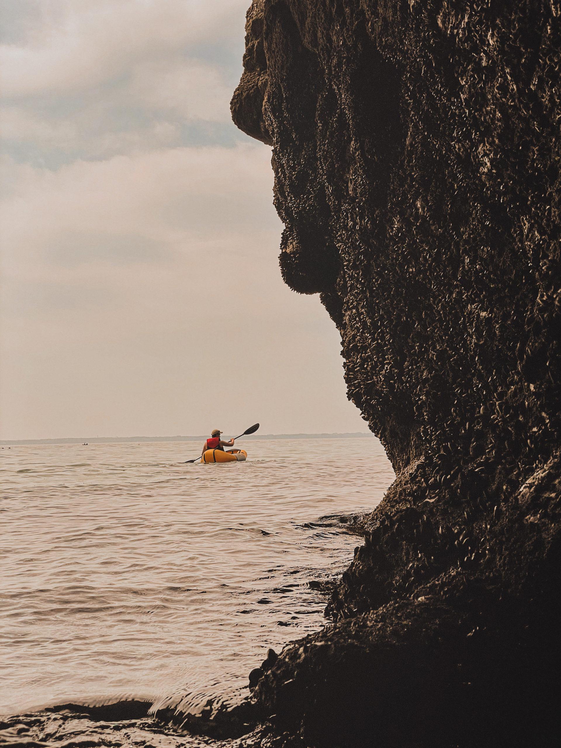 Sortie Packraft ou kayak en direction de l'Île Vierge de Crozon en Bretagne